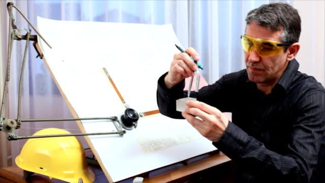 Ingénieur travaillant - Vidéo