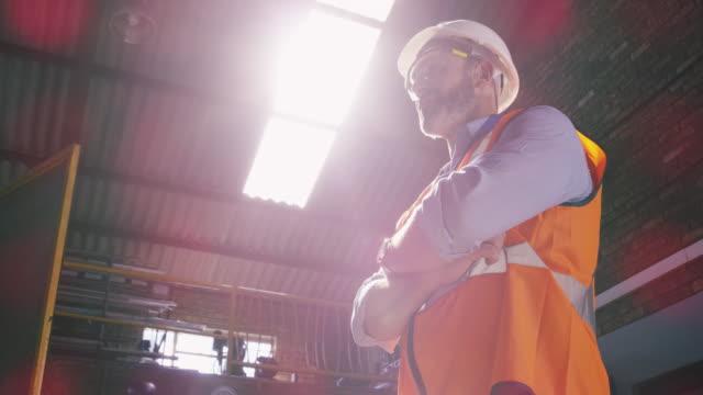 engineers don't just dream, they build them - ispettore della qualità video stock e b–roll
