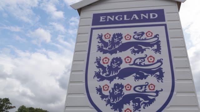 イングランドサッカー旗3ライオン - サッカークラブ点の映像素材/bロール
