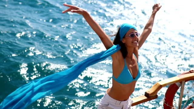 stockvideo's en b-roll-footage met u geniet van een boottocht. - cruise