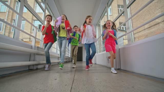 vídeos y material grabado en eventos de stock de disfruta de la escuela de tiempo - escuela primaria