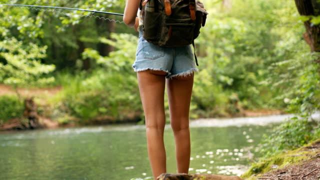 einsamkeit beim angeln genießen - angelhaken stock-videos und b-roll-filmmaterial