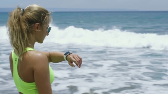 enjoying summer day at beach - tap water стоковые видео и кадры b-roll