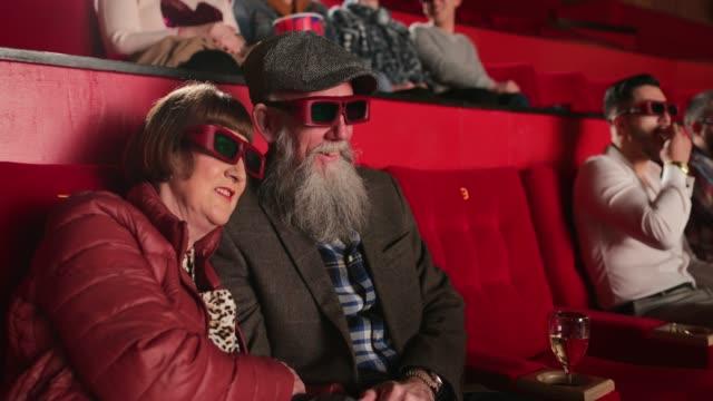 enjoying the 3d movie - true love angielski zwrot filmów i materiałów b-roll