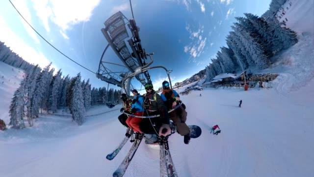 teleferik yolculuğu zevk - mountain top stok videoları ve detay görüntü çekimi