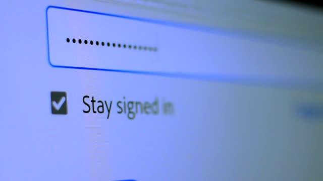 インターネットでウェブサイトのパスワードを入力します。フロリダで暗号化画面 - パスワード点の映像素材/bロール