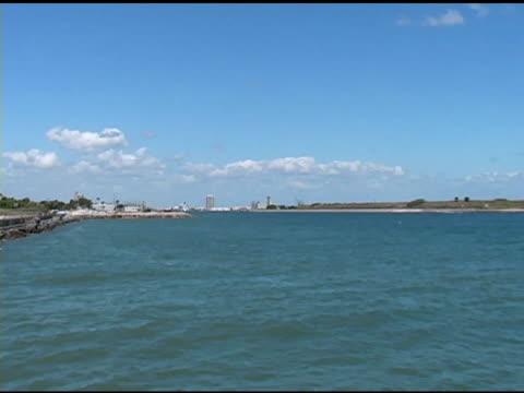 entrance to port - 10 saniyeden daha kısa stok videoları ve detay görüntü çekimi