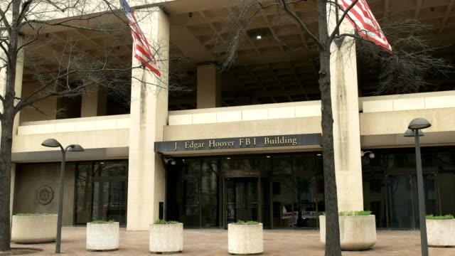entrance to the fbi building in washington d.c. - quartiere generale video stock e b–roll