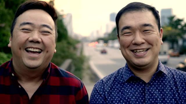 2 entrepreneur - coppia gay video stock e b–roll