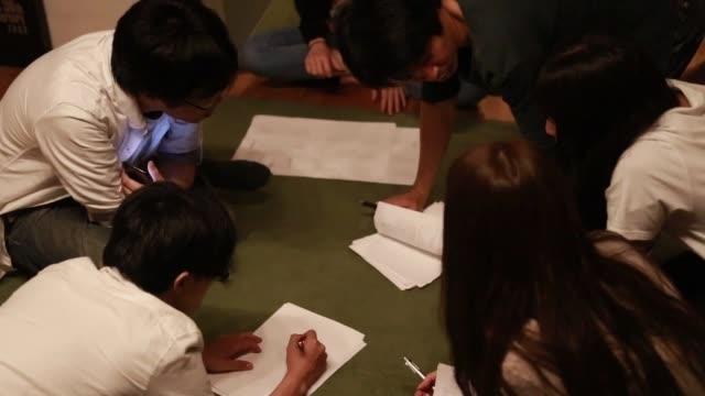 entrepreneurship start-up meeting - debate стоковые видео и кадры b-roll