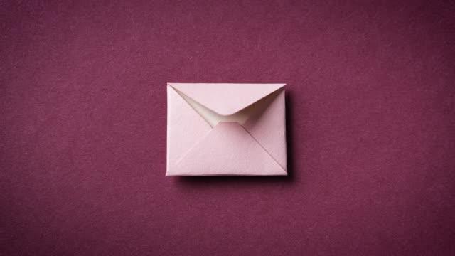vídeos de stock e filmes b-roll de envelope with letter, stop motion animation. paper art. - carta documento