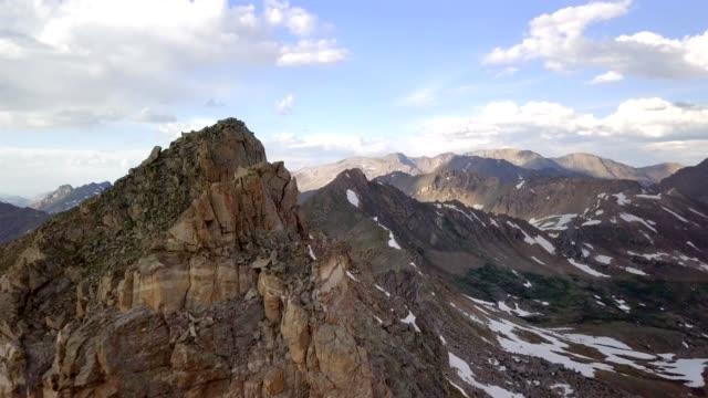 epic mountain förbiflygning - klippiga bergen bildbanksvideor och videomaterial från bakom kulisserna