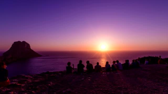 vídeos de stock e filmes b-roll de es vedra pôr do sol - ibiza