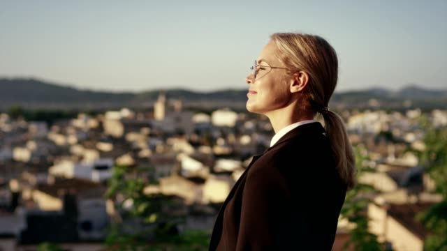escaping from work. businesswoman catching balance - femminilità video stock e b–roll