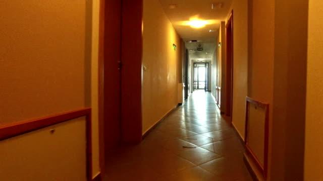escaping walk pov into perspective of the long corridor in hotel, 4k steadicam shot - пешеходная дорожка путь сообщения стоковые видео и кадры b-roll