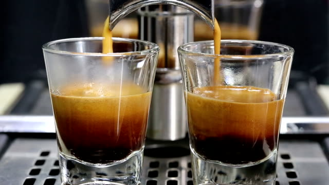 ekspres do kawy. - espresso filmów i materiałów b-roll