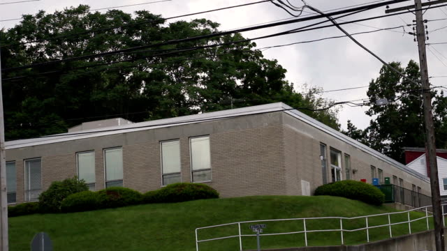 federal postane bina banliyö küçük kasabada fotoğrafını kurulması - cumhuriyet günü stok videoları ve detay görüntü çekimi
