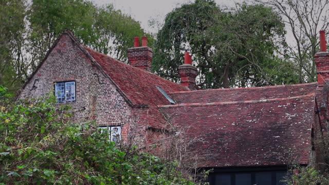 証明写真のクラシックカントリーホーム - 田舎のライフスタイル点の映像素材/bロール