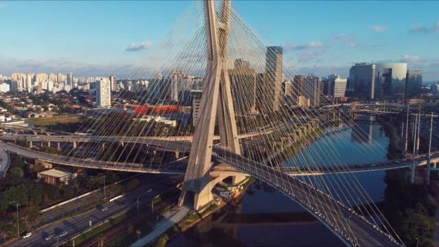 estaiada's bridge aerial view. são paulo, brazil. business center. financial center. great landscape. famous cable-stayed bridge of são paulo. landmark of the city. - são paulo video stock e b–roll