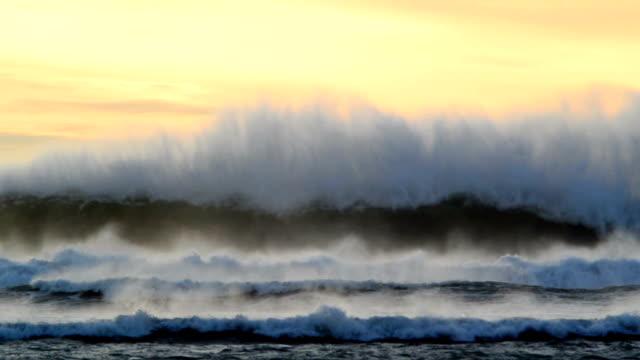 stockvideo's en b-roll-footage met eternal waves - rocks sea