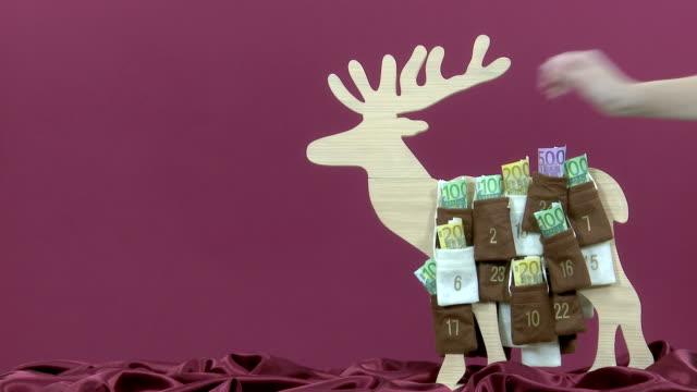 euro geldscheine im advent calendar - adventskalender stock-videos und b-roll-filmmaterial