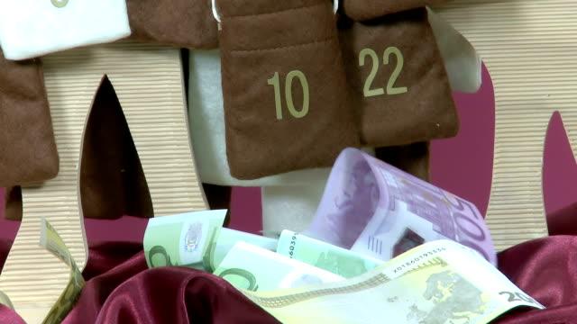 euro geldscheine out adventskalender - adventskalender stock-videos und b-roll-filmmaterial