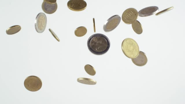 euro coins dropping slowly - valuta dell'unione europea video stock e b–roll