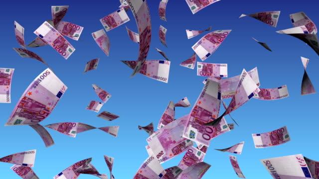 euro di denaro per alpha luma matte banca europea successo idea volante guadagnare concetto ispirazione cielo blu sorridente felice pioggia per affari - simbolo dell'euro video stock e b–roll