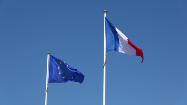 europeiska unionen och den franska flaggan i vinden - fransk kultur bildbanksvideor och videomaterial från bakom kulisserna
