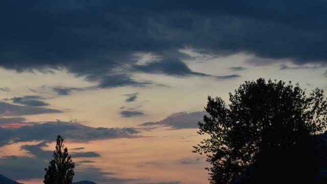 夕方の雲 - 層積雲点の映像素材/bロール