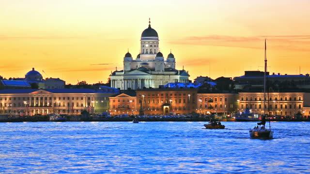 kvällen landskapet i den gamla stadsdelen i helsingfors, finland - finland bildbanksvideor och videomaterial från bakom kulisserna
