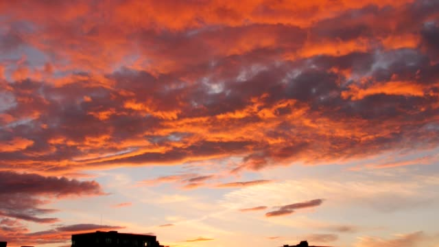 Bидео evening sky with dramatic sunset clouds
