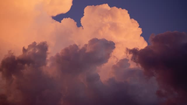 evening sky with dramatically fast-moving thunderclouds - lanuginoso video stock e b–roll