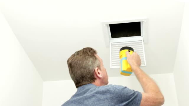 att undersöka en liten luftkanal med en ficklampa - ventilation bildbanksvideor och videomaterial från bakom kulisserna