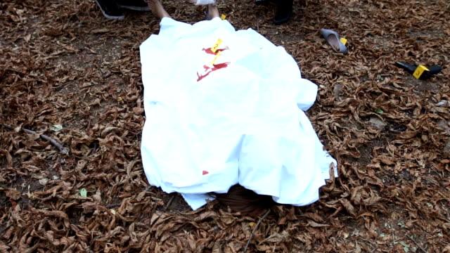fbi examining the body - cadavere video stock e b–roll