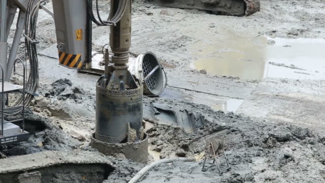 Excavator and Pile driver machine Drilling rigs video