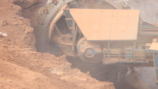 excavator at the lignite opencast mining - excavator bildbanksvideor och videomaterial från bakom kulisserna