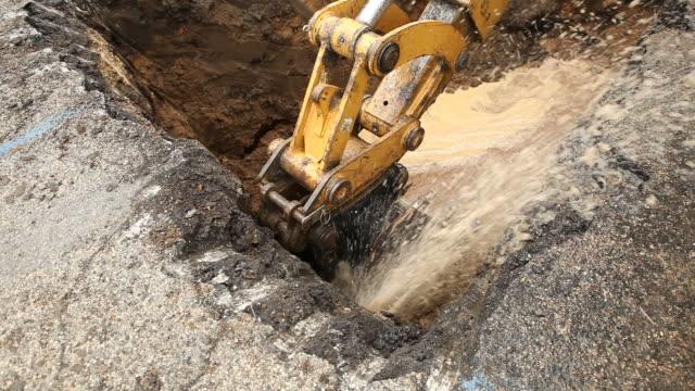 Excavator Bucket Caps ein gebrochenes Wasser Main – Video
