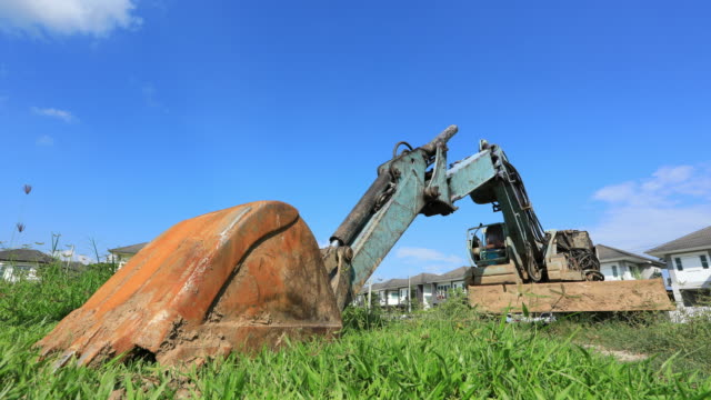Excavator tractor, Time lapse video