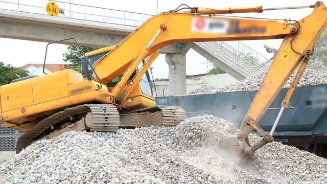 stockvideo's en b-roll-footage met excavator working - shovel