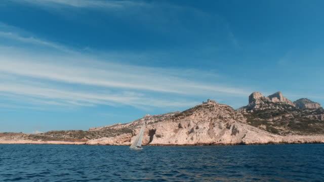 Excursion en bateau dans les calanques de Marseille - Clip Vidéo 4K - MA023 - Vidéo