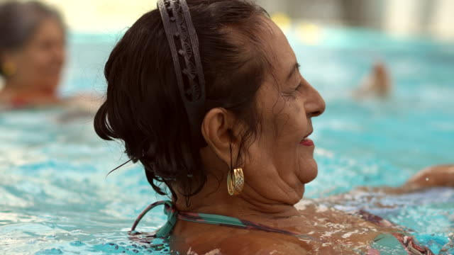 Exercising the body in the swimming pool
