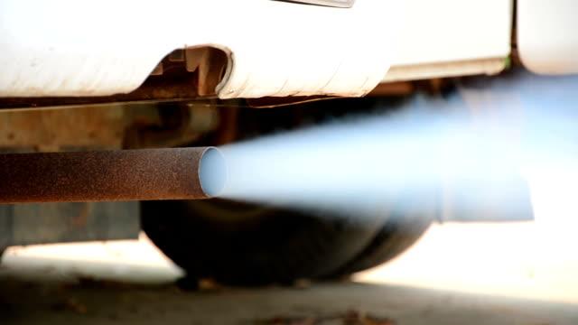 stockvideo's en b-roll-footage met uitlaatgassen van auto 's - luchtvervuiling