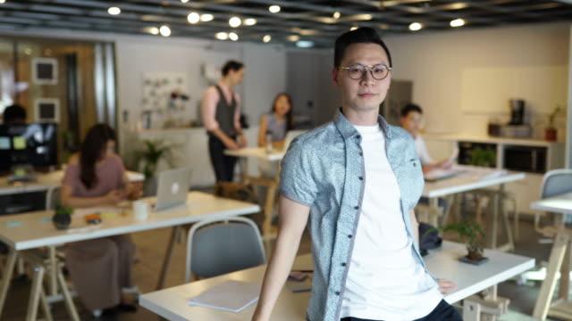 企業ビジネスのエキスパート - プロジェクトマネージャー点の映像素材/bロール