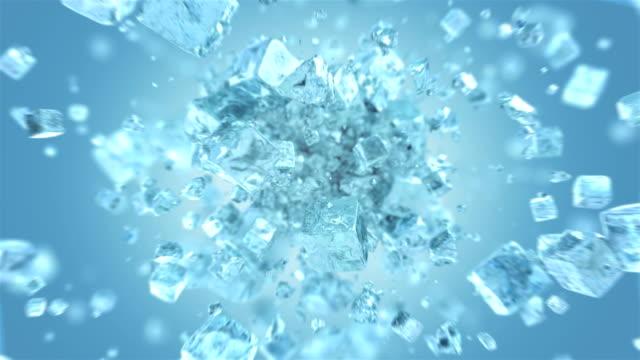 4k'da patlayan buzlu buz küpü - küp buz stok videoları ve detay görüntü çekimi