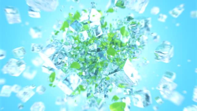 4k nane yaprağı ile patlayan buzlu buz küpü - küp buz stok videoları ve detay görüntü çekimi