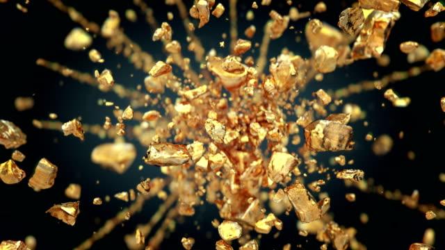 exploding gold gemstones in 4k - scatola del tesoro video stock e b–roll
