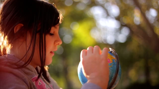 Explore the planet globes video