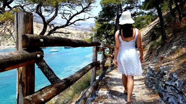 exploring aliki beach - morze egejskie filmów i materiałów b-roll
