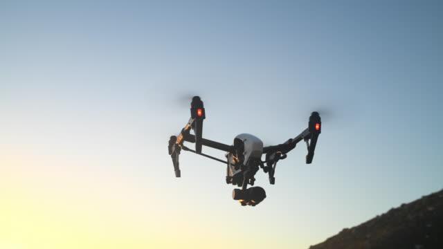 von oben erkunden - fliegen stock-videos und b-roll-filmmaterial